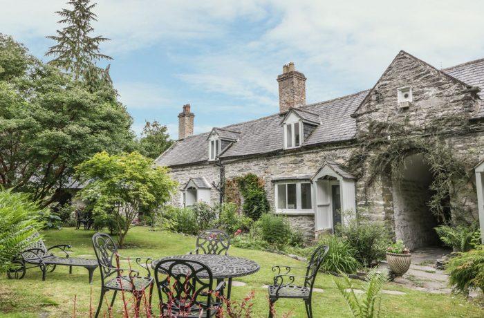 Garden towards College cottage