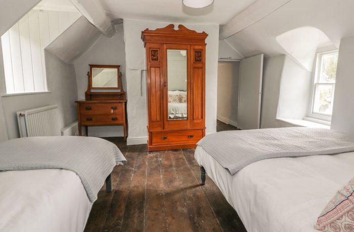 Second bedroom storage